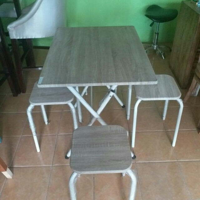 Meja makan (model lipat)