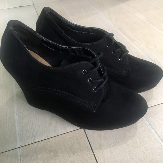New look black wedge
