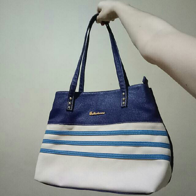 Original BELLADONA Navy / Royal blue stripes with a hint of nude / beige / flesh color shoulder bag / hand with DUAL POCKETS / TWO POUCHES / 2 SIDES and inside pocket and gold zipper (BIG, can fit big books and notebook laptop) OFFICE SCHOOL 👜👜💻📚