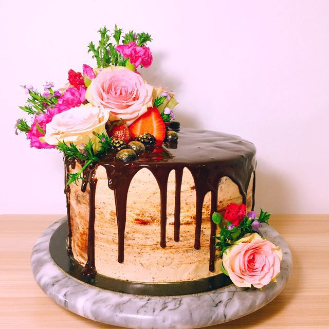 Real floral cake, Food & Drinks, Baked Goods on Carousell