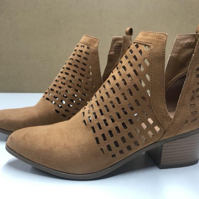 Rubi tan boots