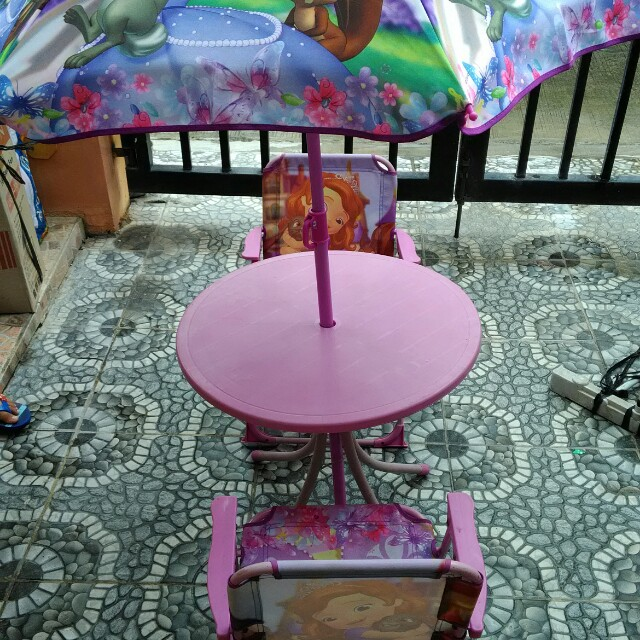 Sofia the 1st table & chairs set
