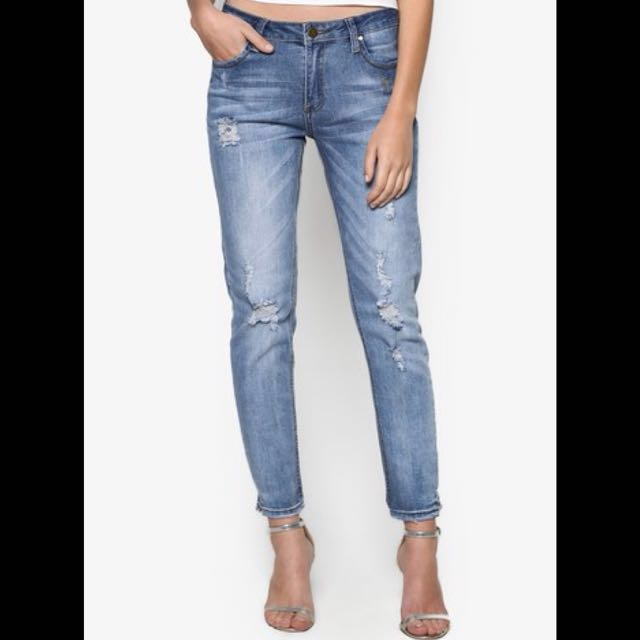 Something Borrowed washed jeans