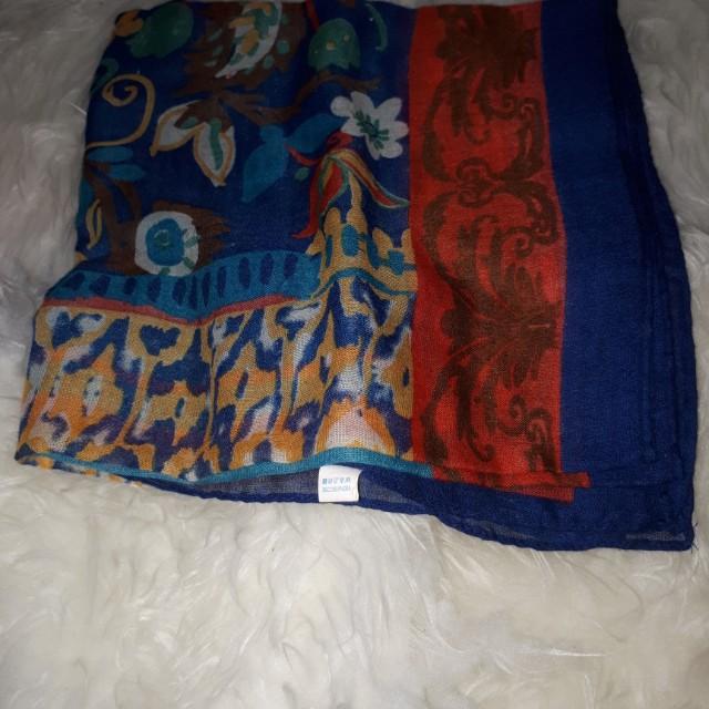 Square hijab motif
