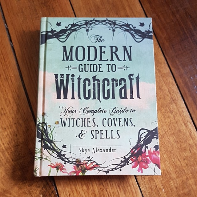 The Modern Guide to Witchcraft - Skye Alexander