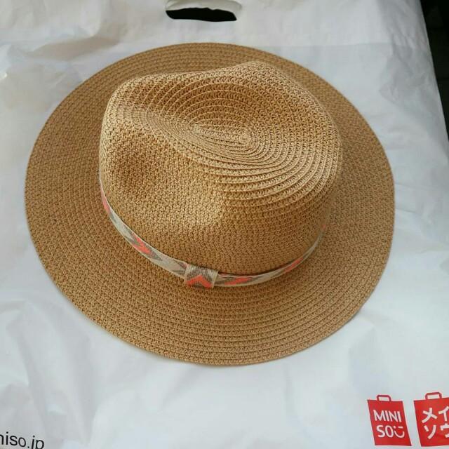 Topi pantai Miniso