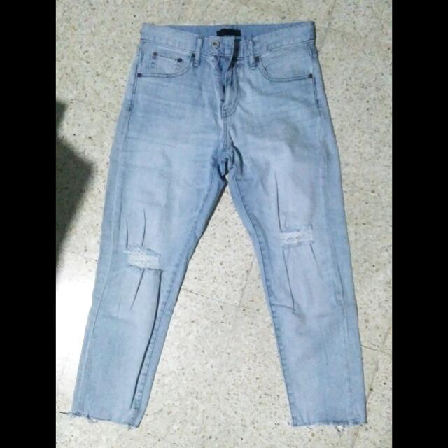 uniqlo 7/8 soft shredded jeans