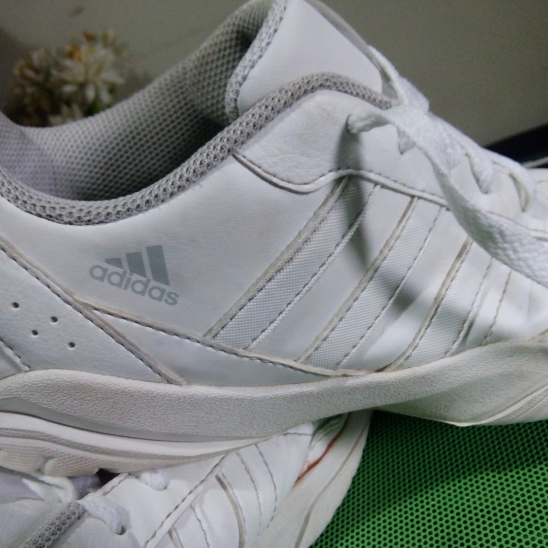 SALE Unisex Adidas White, mens: 4.5 US/ women: 6.5 US