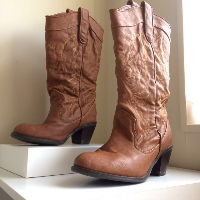 Vintage Embroidered Brown Boots