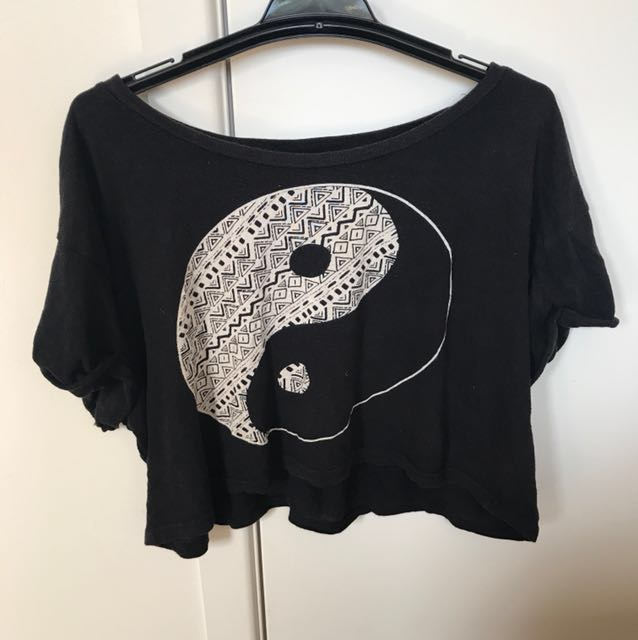 Yin-yang design black crop top