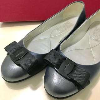 【Salvatore Ferragamo】鐵灰平底鞋6號