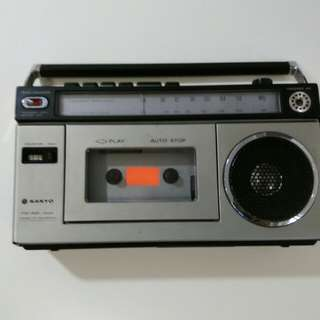 舊收音機。