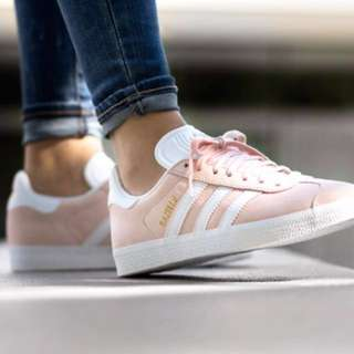 Adidas 經典粉色麂皮休閒鞋