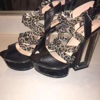 Bumper platform heel