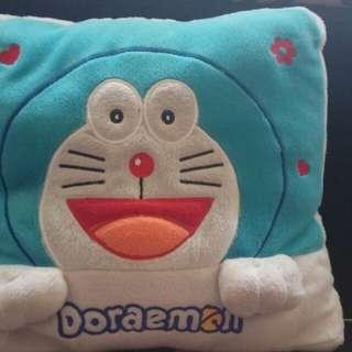 Bantal tidur Doraemon