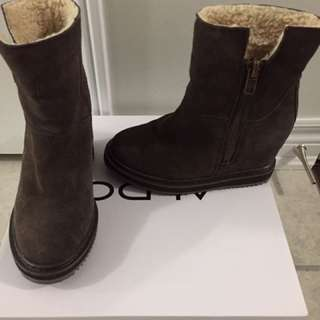 Size 6 ankle wedge boots