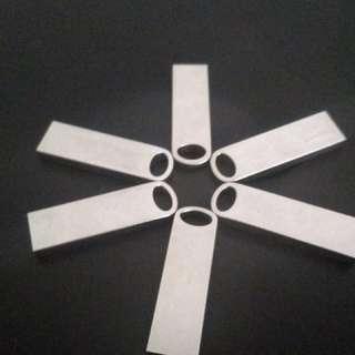 BN cool minimalist 8gb thumb drive