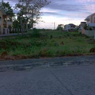 Lot for for sale inside Corona del Mar, Pooc, Talisay City