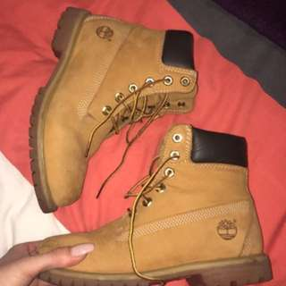 AUTHENTIC TIMBERLANDS SIZE 7