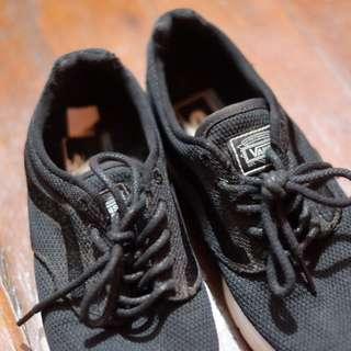 VANS black shoes slightly used (Size 6 women's)