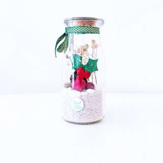Aerium: Merry Petite with preserved flowers