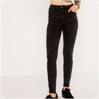 Glassons black skinny jeans!!