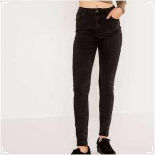 Glassons black skinny jeans!!