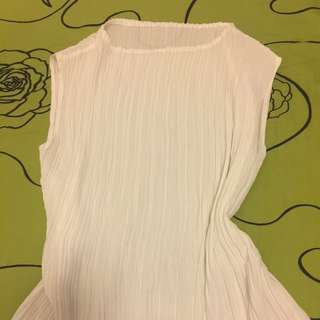 Woman silk like top t shirt s- m white 白色丝质上衣