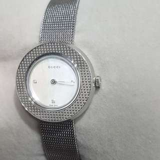 Gucci Diamond Uplay mother of pearls watch