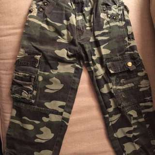 Boy's Khaki Pull-up Cargo Pants - Cong Er Liang - 6-7 years okd