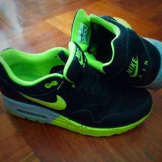 Nike Air Max 黑x螢光綠