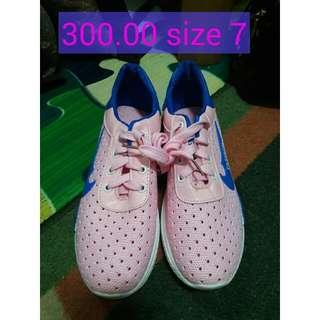 pinky korean running shoes