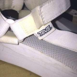 Teva白色涼鞋(厚底