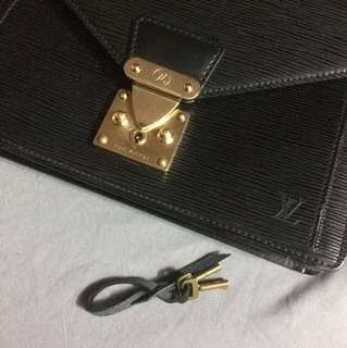Authentic LV Epi Clutch