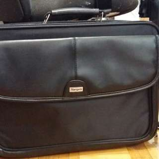 TARGUS LAPTOP BAG 16""