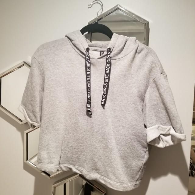 9/10 H&M crop short sleeve hoodie medium grey