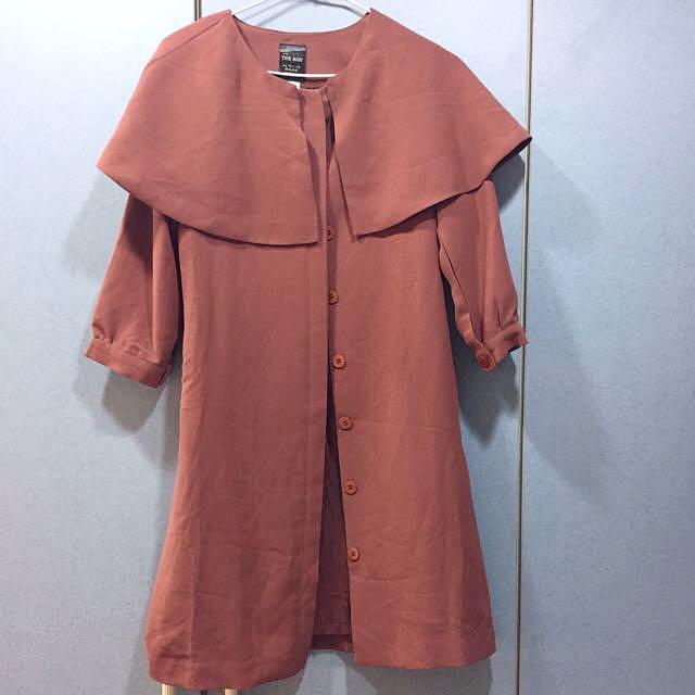 正韓 楓葉紅棕色荷葉領風衣外套