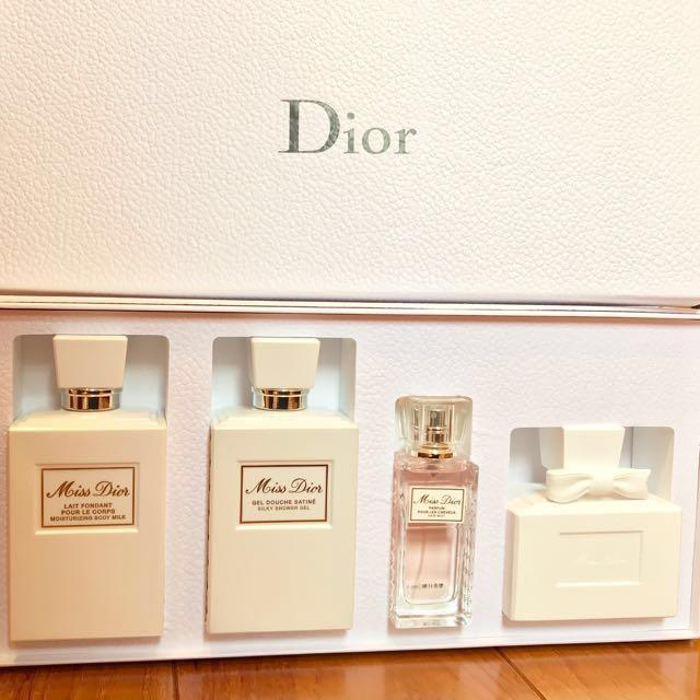 迪奧 Miss Dior 髮香沐浴組 (芬芳香浴露+芬芳潤膚露+髮香噴霧+白瓷擴香桌飾)