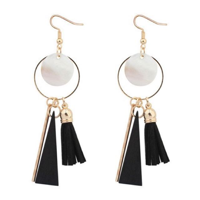 Anting tassel bulat