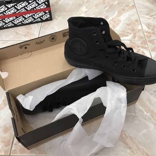 AUTHENTIC All Black Converse
