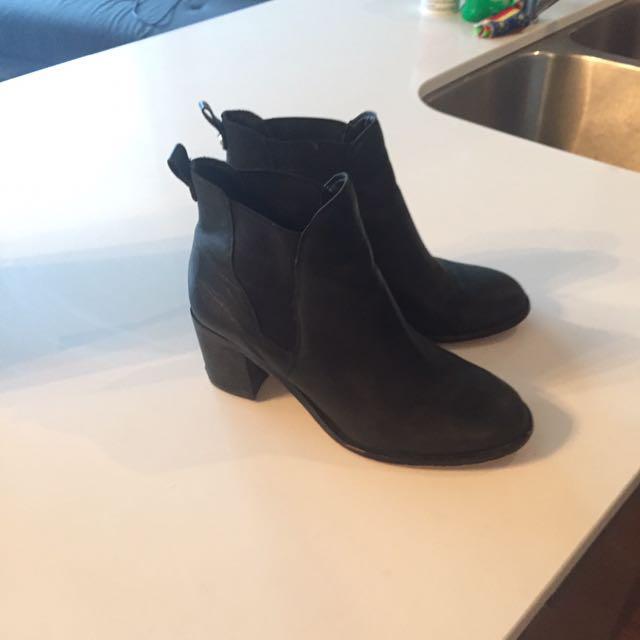 Black size 7 Sam Edelman booties