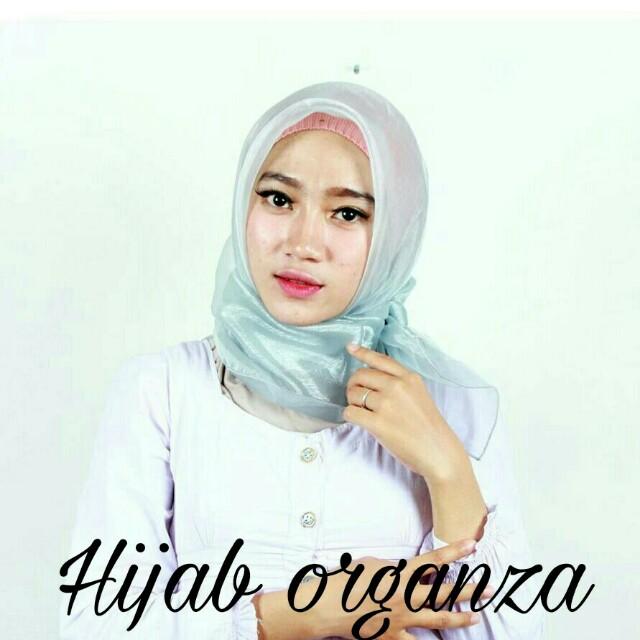 Hijab organza segiempat