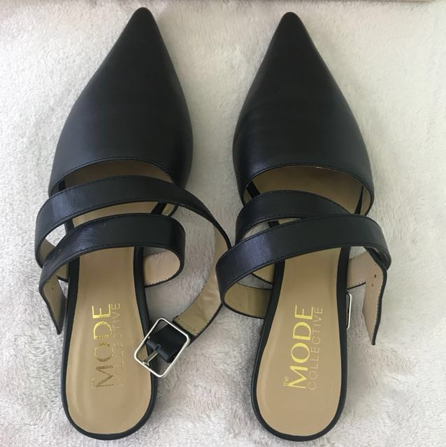 MODE COLLECTIVE cross-strap point flats