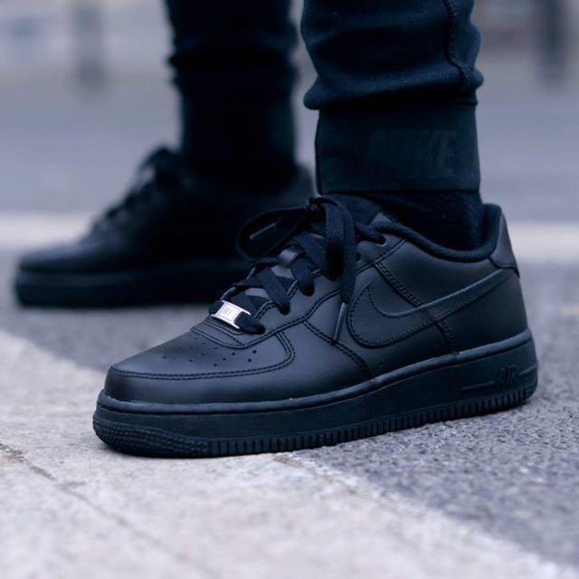 ff7f297ed4 Nike Air Force 1 Low Men s Black (EU 42.5   UK 8   US 9)