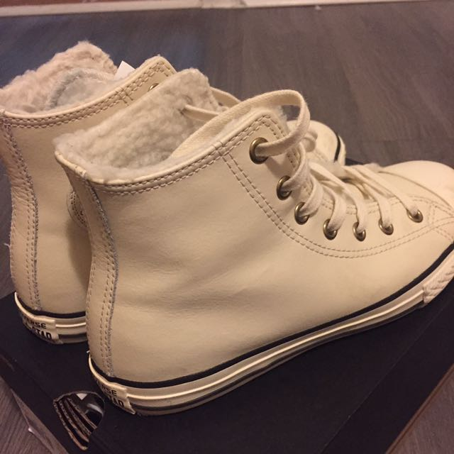 Off white converse worn twice Sz6