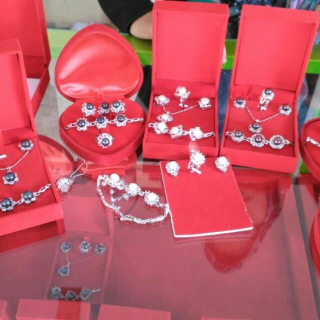Perhiasan mutiara air tawar