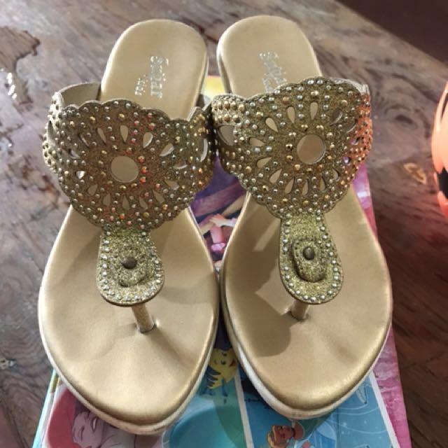 Preloved sugar kids GOLD sandals