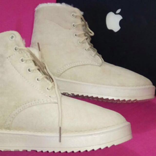 sepatu boots suede