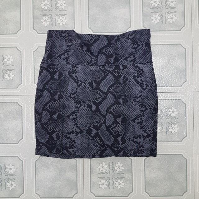 Snake skin pattern mini skirt