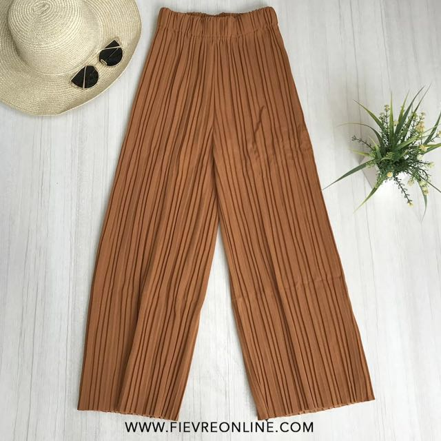Square Pleated Cullotes Pants